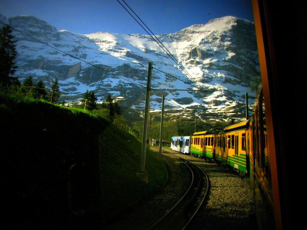 「世界の車窓から」の風景が楽しめるスイス登山列車の旅はハイジの世界そのもの!
