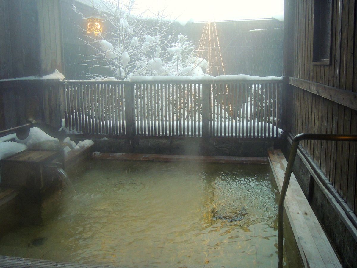 良質な天然温泉は朝・晩、楽しむのがオススメ!