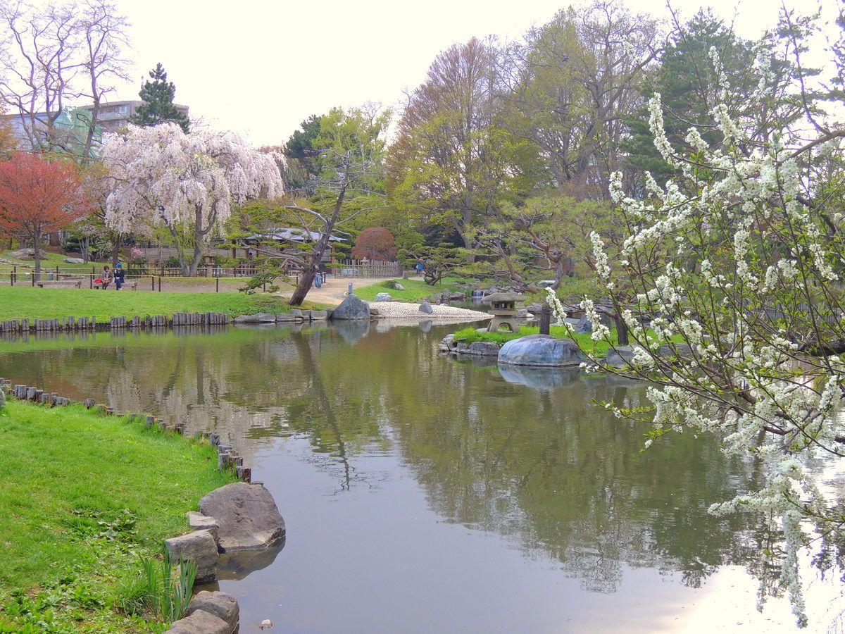 公園内に日本庭園や文化財!?アートスポットも必見!