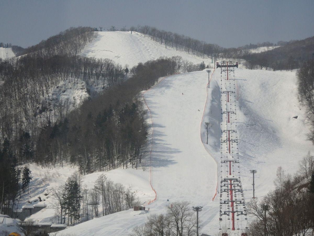 ホテル目の前が「小樽朝里川温泉スキー場」