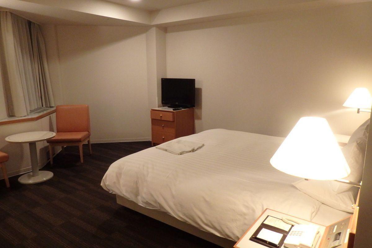 ビジネスホテルに泊まるより部屋が広い!荷物をゆっくり整理しよう