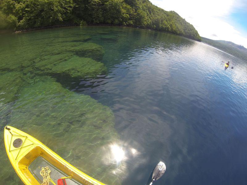 8年連続水質日本一の支笏湖が丸見え!クリアカヤックで透明すぎる水中探検に出よう!