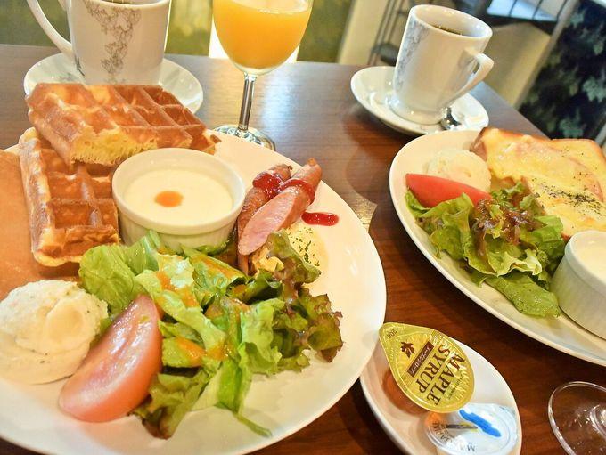 ホテルの朝食は3つのセットから。