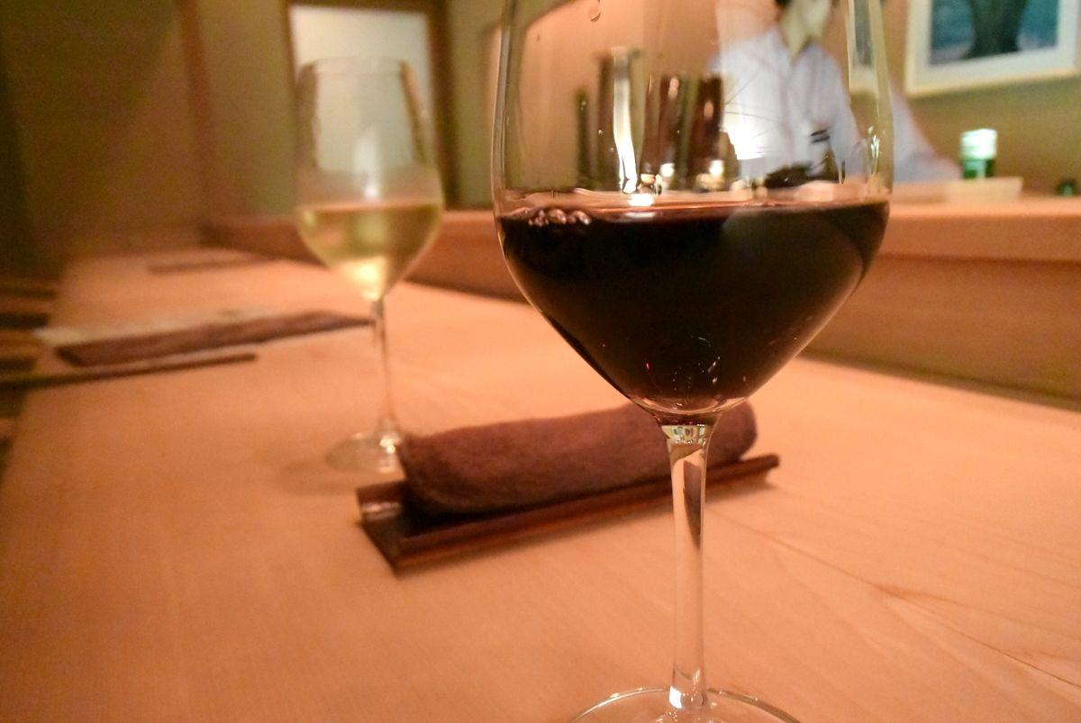 ホテルのバーやレストランの利用もオススメ