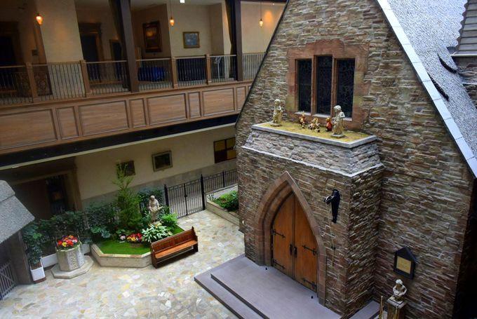 英国風教会がホテルの中に!