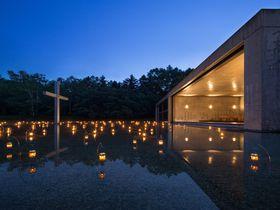 美しすぎる教会に溜息!星野リゾート トマム「水の教会」圧倒的な美空間|北海道|トラベルjp<たびねす>