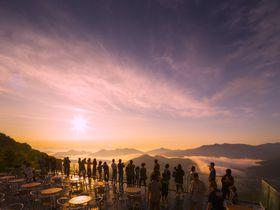 雲海が映画『ロードオブザリング』のよう!「星野リゾート トマム」雲海ガイド|北海道|トラベルjp<たびねす>