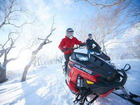 星野リゾート トマム「スノーモービルで行く雪上ツーリング」のパウダースノーで超フワッ体験
