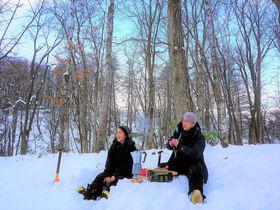 雪原ティータイムも!ニセコ・スキーシューハイキングが楽しい|北海道|トラベルjp<たびねす>