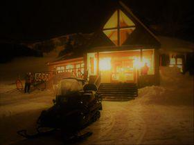 車では行けないレストラン!星野リゾート トマム「ナイトスノークルージング」ディナー|北海道|トラベルjp<たびねす>
