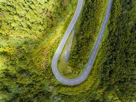 WINDING ROADの先に神の沼!「ニセコパノラマライン」|北海道|トラベルjp<たびねす>