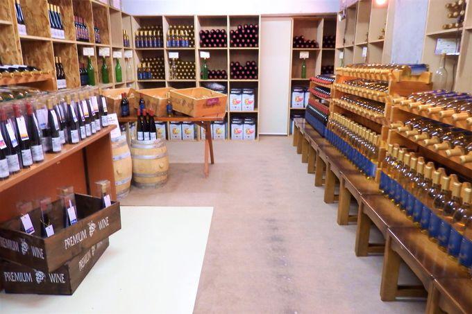 ワイン工房が併設。足を伸ばして入れる浴場も。
