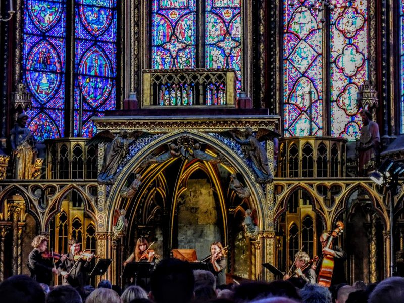パリで最も美しいステンドグラス「サントシャペル教会」必見ガイド