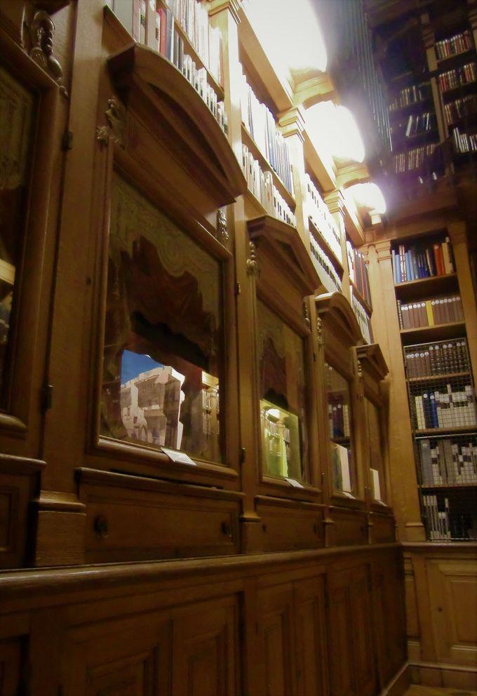 ハリーポッターが出てきそう!?魔法の本がありそうな図書館(博物館)や小さな広間にも注目