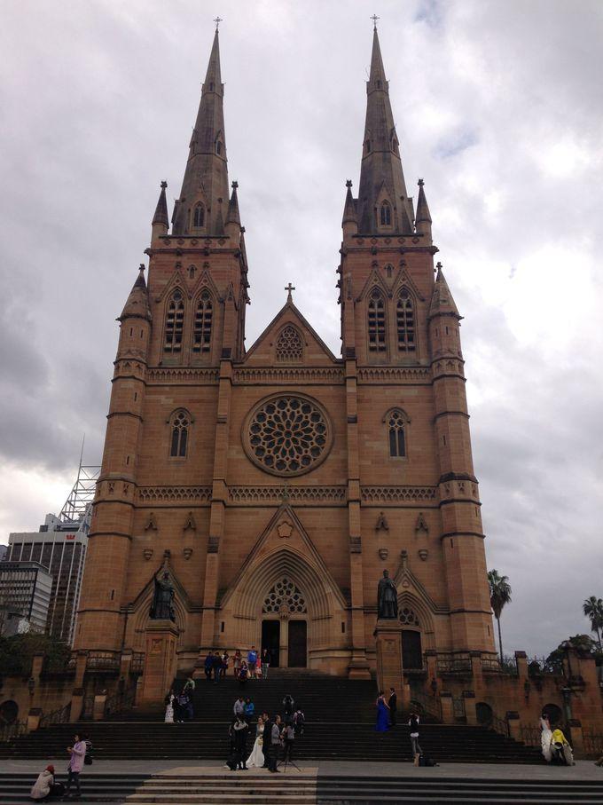 建造物の大きさに圧巻、セントメアリー大聖堂