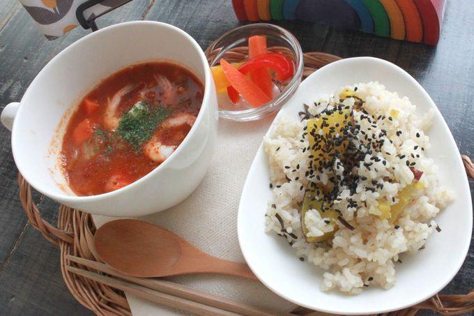 オリジナルのスープとごはんでくつろぎのランチタイム
