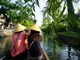 舟から眺める柳と美しい町並み、岡山「くらしき川舟流し」