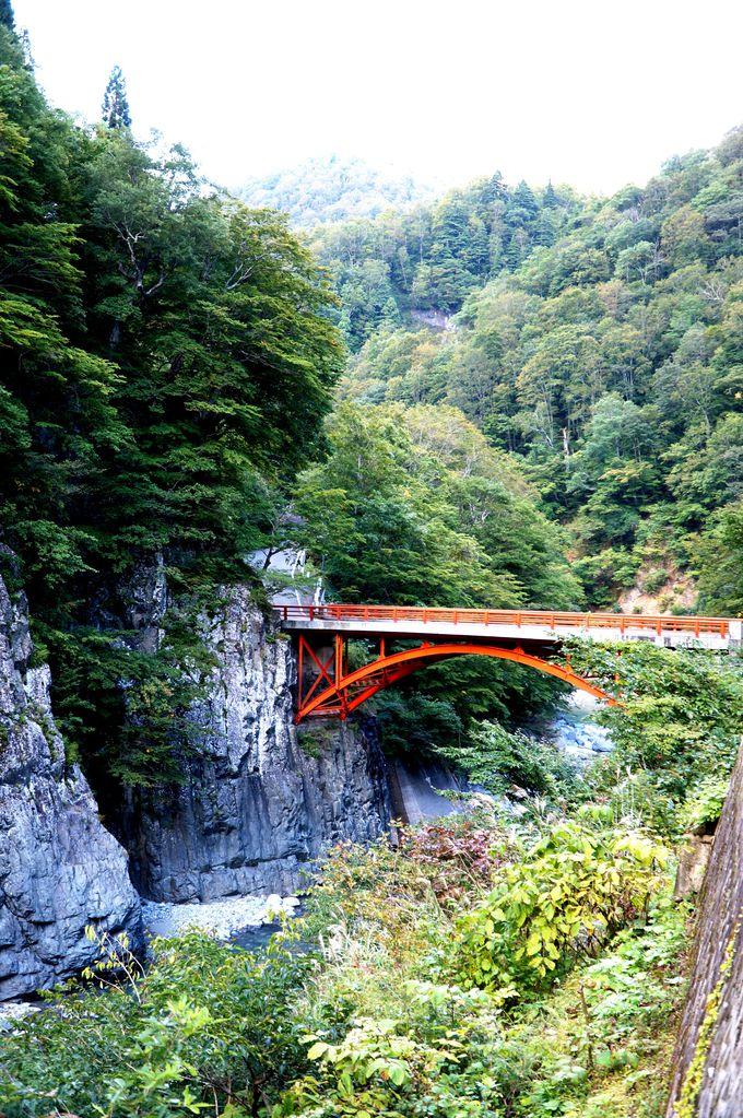 紅葉の時期が一番の見頃!新潟の橋50選の一つ「前倉橋」