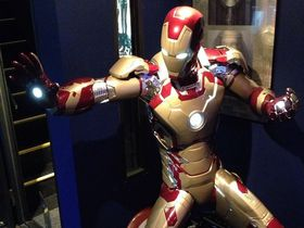 アイアンマンがお出迎え!SF好きが集まるバー「神田flux」