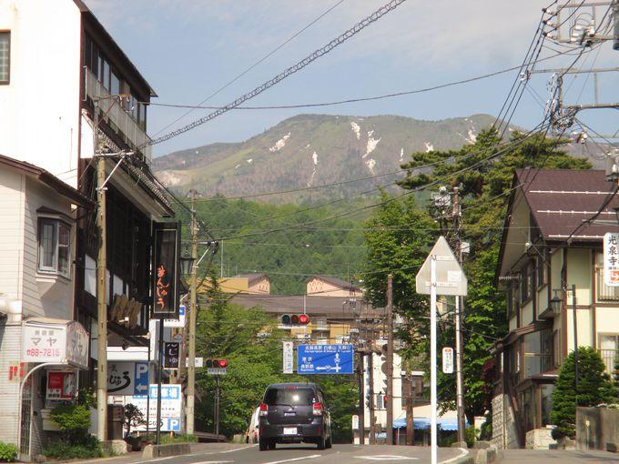 草津白根山を遠くに眺めながら、上り坂を走って郊外へ。