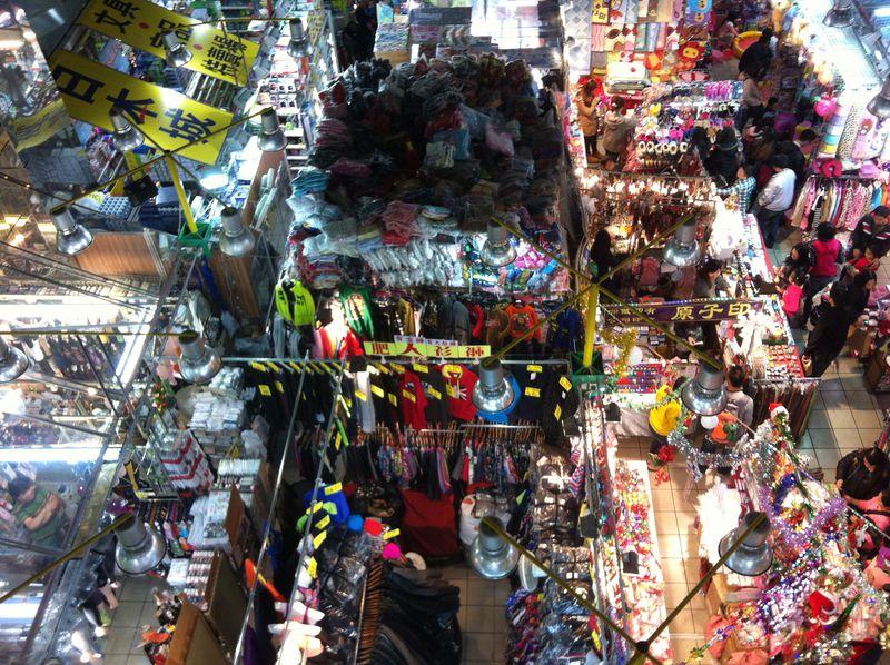 買い物天国香港に残る最後の雑居ビル「葵涌廣場(Kwai Chung Plaza)」