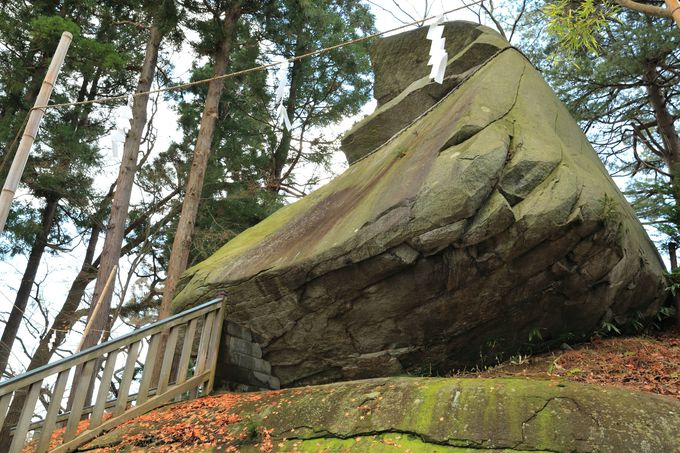美しいみちのくで300年鎮座する巨岩に圧倒!