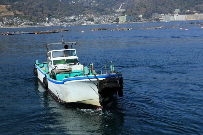 漁船に乗って海上いかだで、とったど〜!と