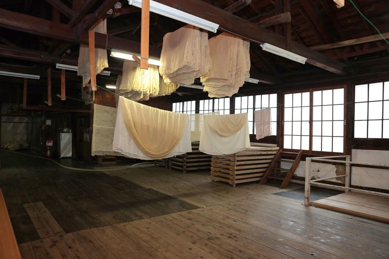 世界が認める日本酒「八鶴」の試飲も!八戸酒類・醸造工場見学