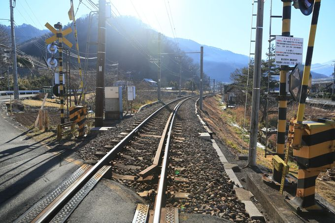 富士急行線「田野倉」駅からスタート!線路を越えて縦走コースへ