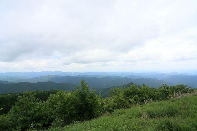 岩茸石の分岐から一気に棒ノ折山山頂へ!山頂では壮大な景色が待っている