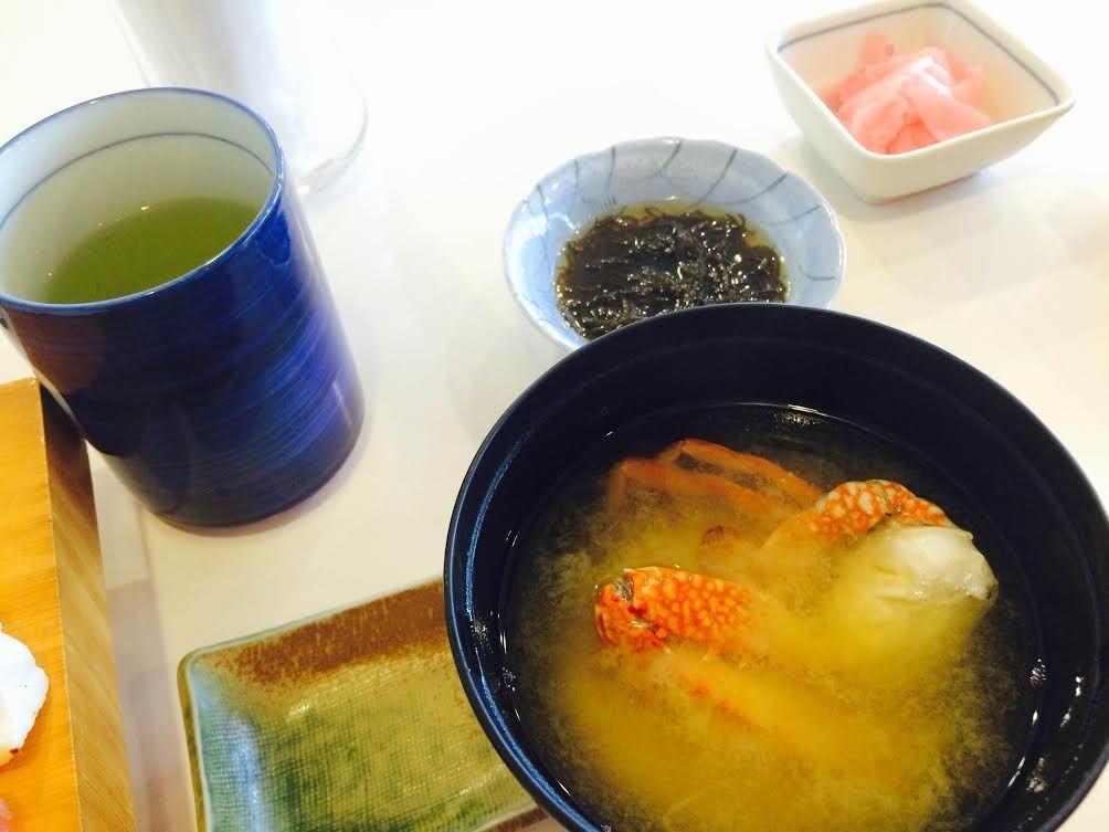 カニの味噌汁と一緒にゆっくり試食