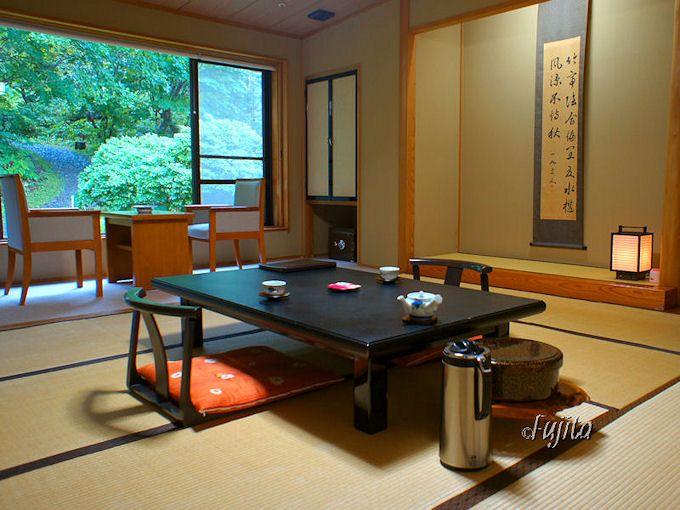 蔦温泉・蔦温泉旅館の西館客室は現代的な和風旅館