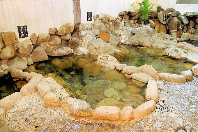旅館大橋は「足元湧出温泉」の大浴場が凄い!