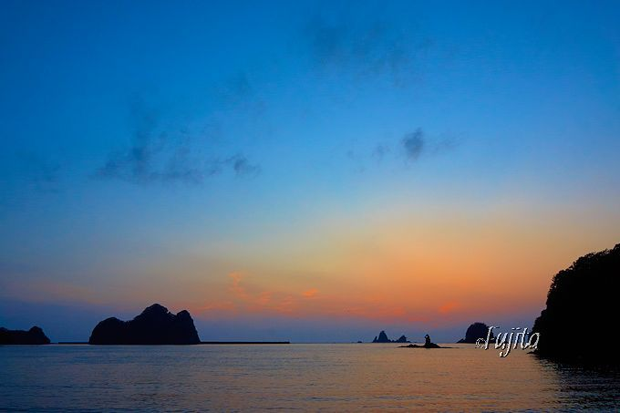 「日本の夕陽百選」大田子海岸では、日没後の余韻まで満喫しよう!