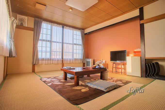 奥塩原温泉(新湯温泉)湯荘白樺の客室は、広くて綺麗で落ち着けます