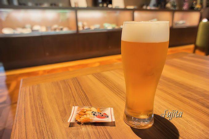 「ゆづくしSalon一の坊」の「くつろぎSalon」は、生ビールもサービス価格