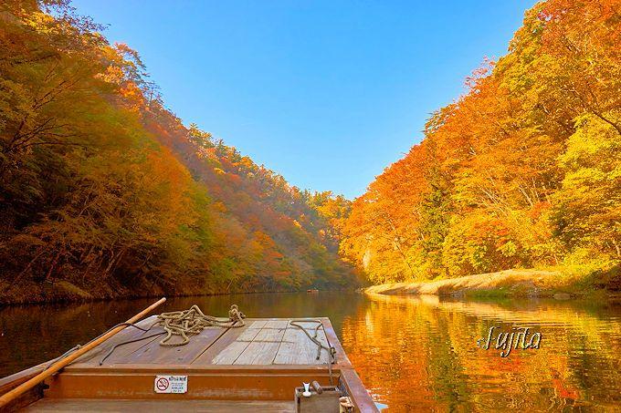 紅葉の猊鼻渓を貸切!?猊鼻渓舟下りは、朝一番がおすすめ