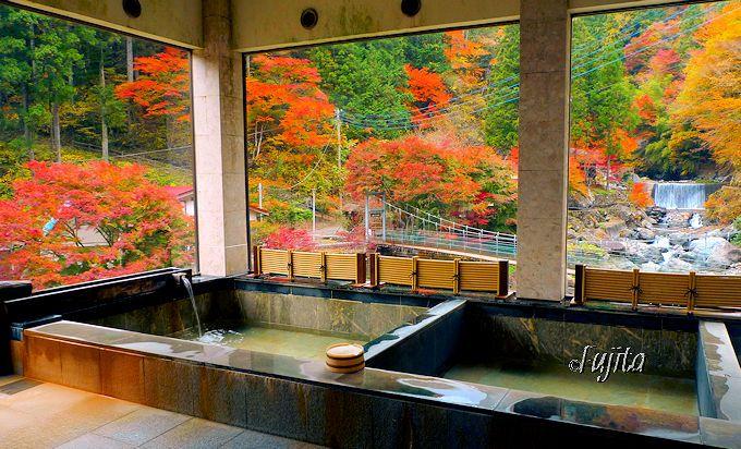 十石上湯温泉「源氏の湯」は、内湯から大柳川渓谷の紅葉を一望!