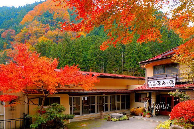美しい大柳川渓谷の紅葉に包まれる!十石上湯温泉「源氏の湯」