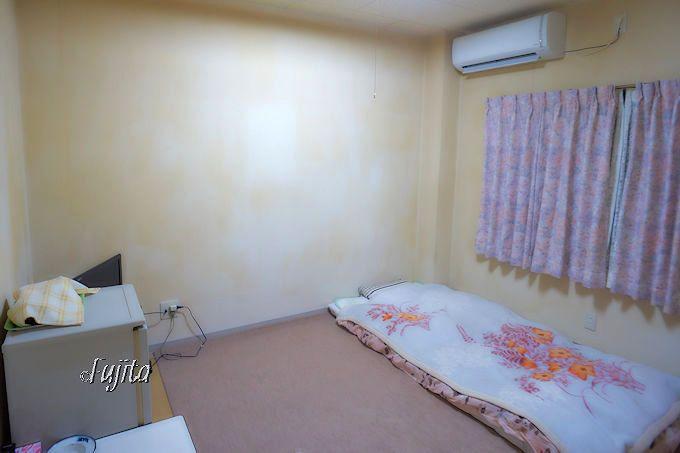 別府温泉「旅館ちとせ」の客室は、トイレ、テレビ、エアコン、冷蔵庫完備!