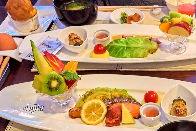明礬温泉「小宿—YAMADAYA—」の朝食は、焼き立てパンが嬉しい!