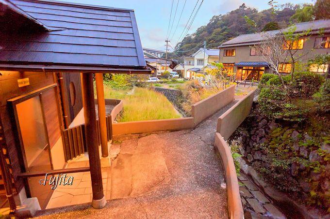 明礬温泉「小宿—YAMADAYA—」の緑礬泉は別府唯一!
