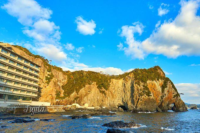 南紀勝浦温泉「ホテル浦島」の日昇館は、日本屈指の絶景!