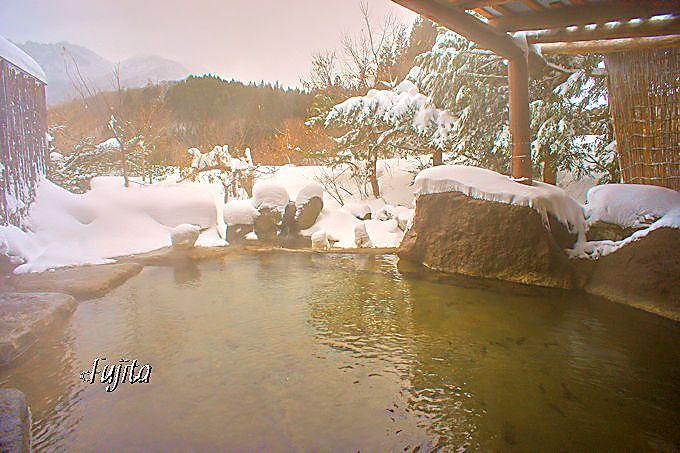 新穂高温泉「旅館 焼乃湯」の雪見露天風呂