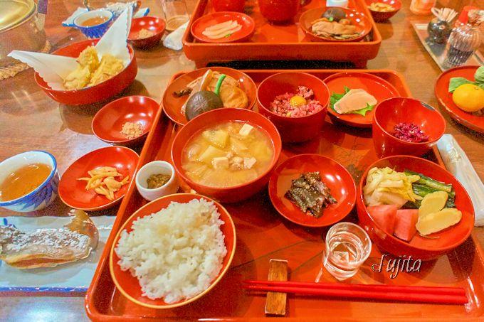 「皆朱」の料理が「宿の食事の手本」のように見事!