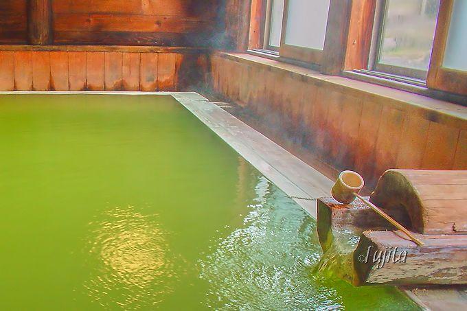 熊の湯ホテルで、翡翠色の温泉を満喫!