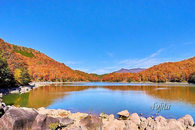 紅葉が雄大!志賀高原「琵琶池」