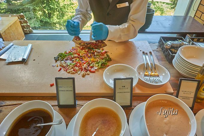 「ヒルトンニセコビレッジ」のレストランはフェアも国際的!