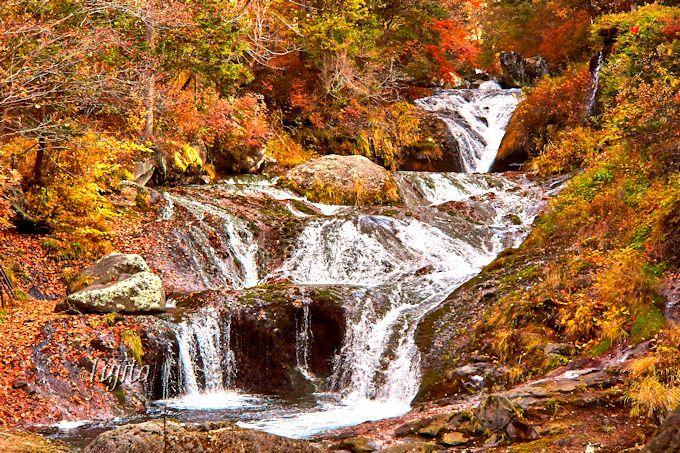 横谷峡遊歩道の終点!紅葉名所「おしどり隠しの滝」