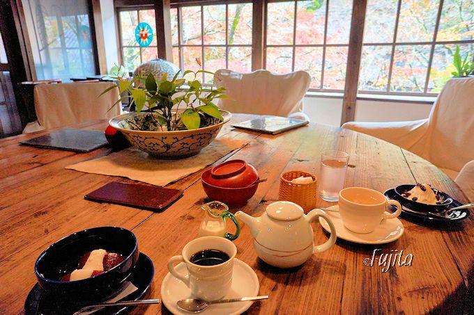 湯布院を代表するカフェ「天井棧敷」から紅葉狩り!